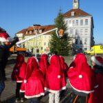 Auch dieses Jahr sind unsere Wichtel wieder in der Stadt zum Schmücken eines Baumes unterwegs.